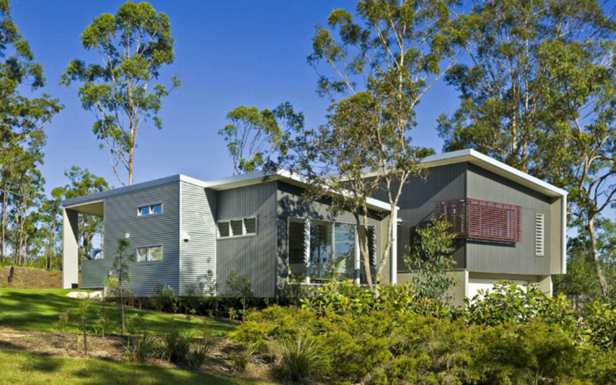 Stunning split level sloping block homes civic steel for Split level homes downward sloping block